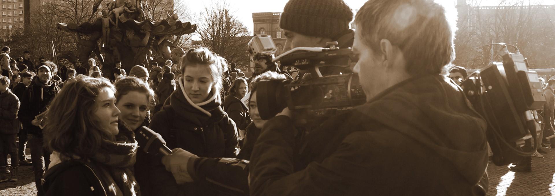 Kiezgeflüster Schülerdemo für Flüchtlinge, redaktion, eb teams, eng teams, backfocus, India, Asia, Indien, film ploeg, redactie, bbs
